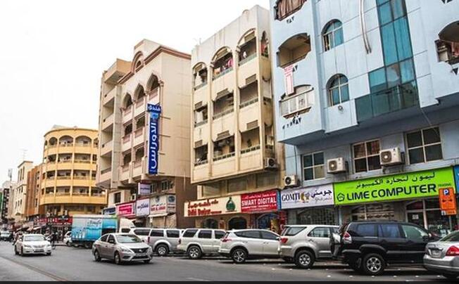 迪拜的街头不是到处高楼大厦,真实像中国三线县城!