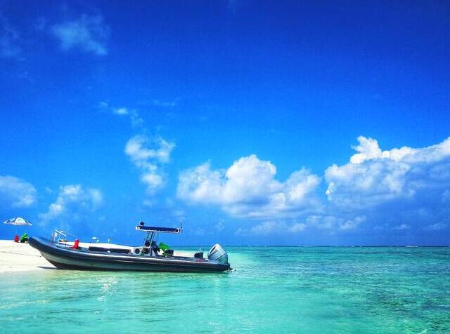 洁白的沙滩,碧绿的海水,蔚蓝的天空,祖国最南端美丽富饶的西沙群岛自古以来就是中国固有的领土。