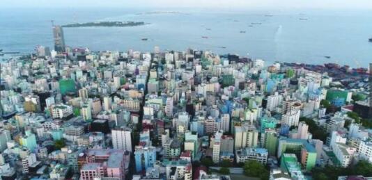 全世界最拥挤的首都 没有任何一家娱乐场所 还抢着去